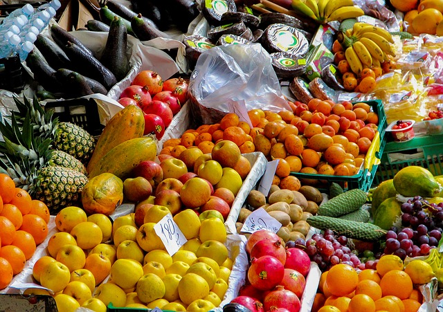fruit-stand-2722944_640